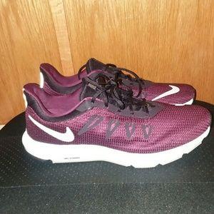 Nike Women's Quest shoes